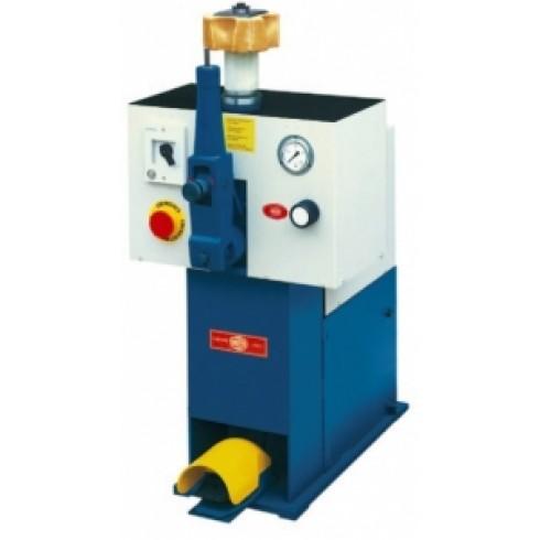 Гидравлическая машина для снятия обуви с колодки Sagitta L01